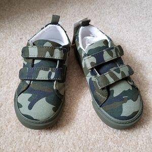 New Gap Size 8 Toddler boys Camo Sneakers